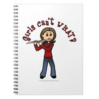 Jugador de flauta femenino ligero libros de apuntes con espiral