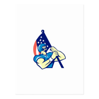 Jugador de fútbol americano que celebra la bandera tarjetas postales