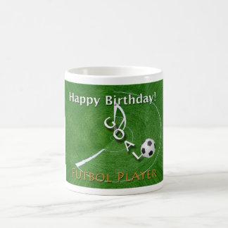 Jugador de fútbol de Futbol del feliz cumpleaños Taza Clásica