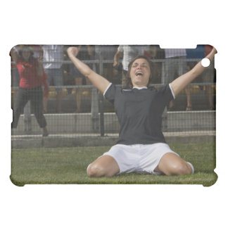 Jugador de fútbol de sexo femenino alemán que cele