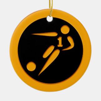 Jugador de fútbol del número uno del oro adorno navideño redondo de cerámica