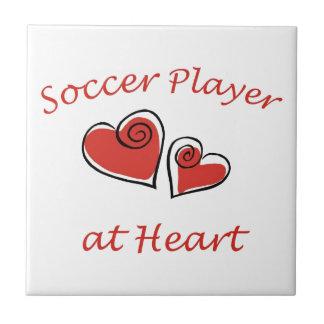 Jugador de fútbol en el corazón azulejo cuadrado pequeño