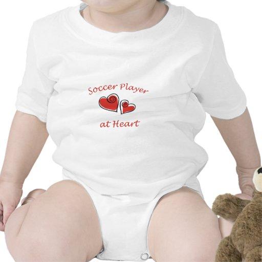 Jugador de fútbol en el corazón camisetas