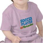 Jugador de fútbol en el entrenamiento (futuro) camiseta