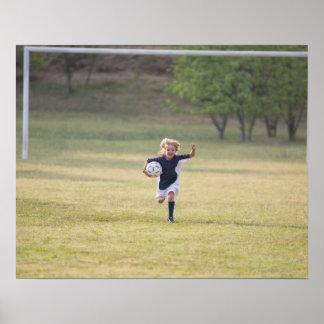 Jugador de fútbol que anima y que grita póster