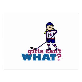 Jugador de hockey de la mujer tarjetas postales