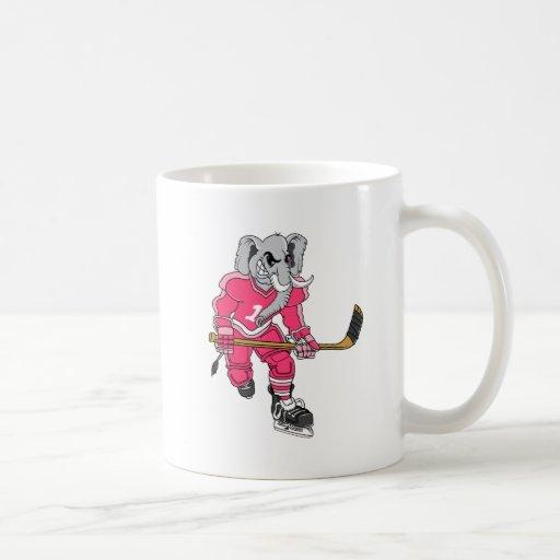 Jugador de hockey del elefante rosado taza