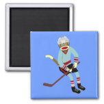 Jugador de hockey del mono del calcetín imán para frigorifico