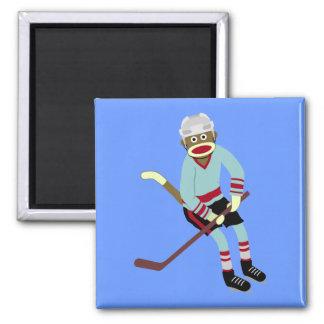 Jugador de hockey del mono del calcetín imán cuadrado