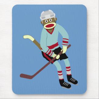 Jugador de hockey del mono del calcetín alfombrilla de ratón