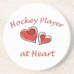 Jugador de hockey en el corazón posavasos diseño