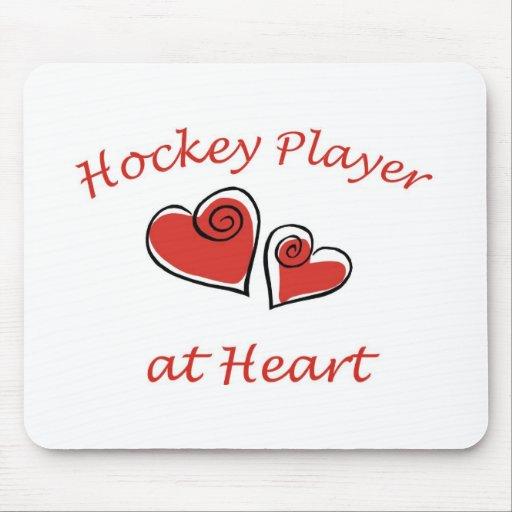 Jugador de hockey en el corazón tapete de ratones