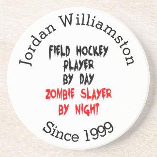 Jugador de hockey hierba del asesino del zombi posavasos diseño