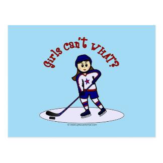 Jugador de hockey ligero de los chicas tarjeta postal
