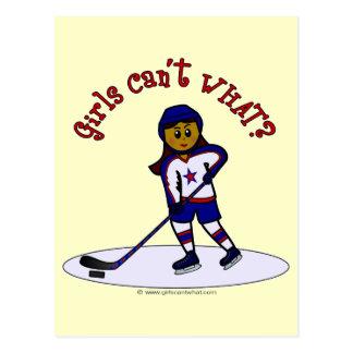 Jugador de hockey oscuro de los chicas postal