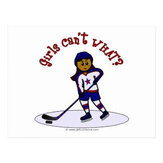 Jugador de hockey para mujer oscuro tarjetas postales