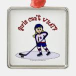 Jugador de hockey rubio de los chicas ornamentos de reyes