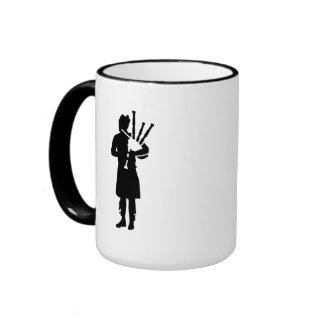 Jugador de la gaita tazas de café