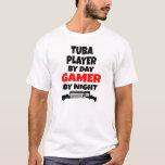 Jugador de la tuba del videojugador playera