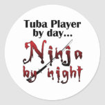 Jugador de la tuba por día… pegatina redonda