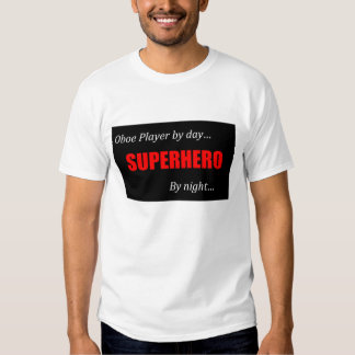Jugador de Oboe del super héroe Camisas