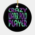 Jugador de polo loco del agua en colores multi
