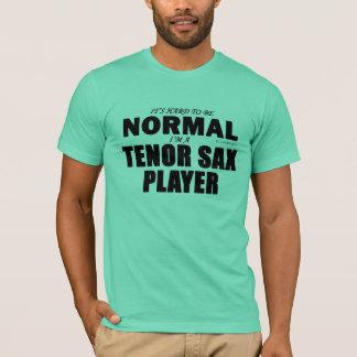 Jugador de saxo tenor normal playera