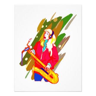 Jugador de saxofón de sexo femenino del barítono q comunicado