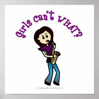Jugador de saxofón de sexo femenino ligero póster