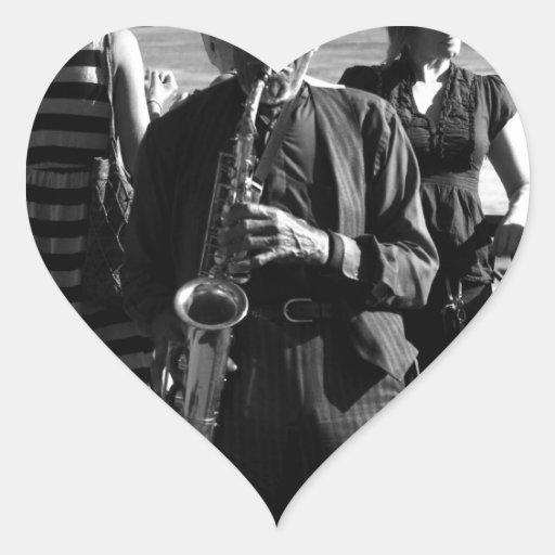 Jugador de saxofón calcomanías de corazones