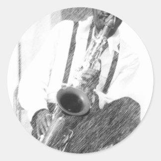 Jugador de saxofón por el ciervo pegatina redonda