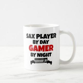 Jugador de saxofón por videojugador del día por taza básica blanca