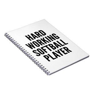 Jugador de softball de trabajo duro spiral notebook