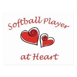 Jugador de softball en el corazón tarjeta postal