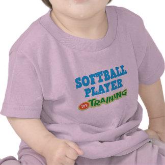 Jugador de softball en el entrenamiento (futuro) camiseta