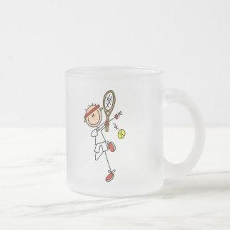 Jugador de tenis con las camisetas y los regalos d taza cristal mate