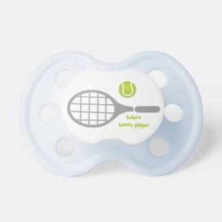 Jugador de tenis, estafa de tenis y bola futuros chupetes