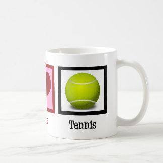 Jugador de tenis lindo taza clásica