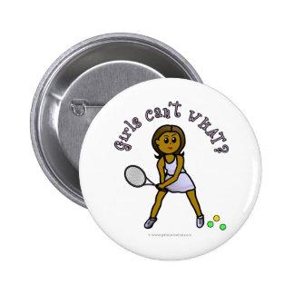 Jugador de tenis para mujer oscuro pin redondo de 2 pulgadas