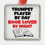 Jugador de trompeta del aficionado a los libros adorno de navidad