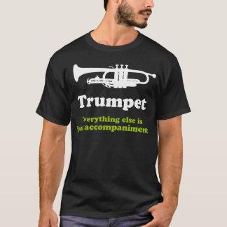 Jugador de trompeta divertido playera