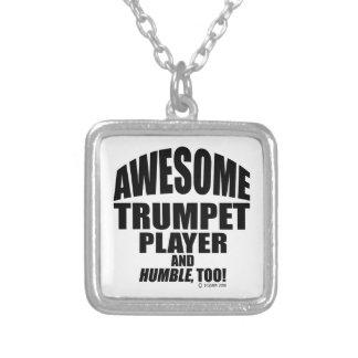 Jugador de trompeta impresionante collares