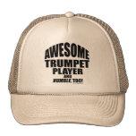Jugador de trompeta impresionante gorro de camionero