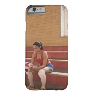 Jugador de voleibol con voleibol funda barely there iPhone 6