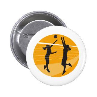 Jugador de voleibol que clava bloqueando la bola i pins