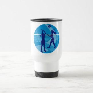 Jugador de voleibol que clava bloqueando la bola i taza