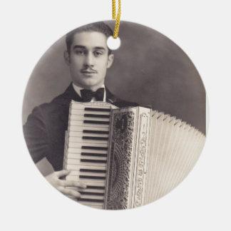 Jugador del acordeón del vintage adorno navideño redondo de cerámica