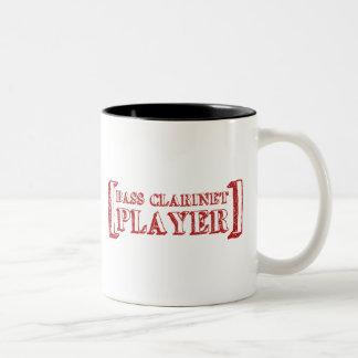 Jugador del clarinete bajo tazas