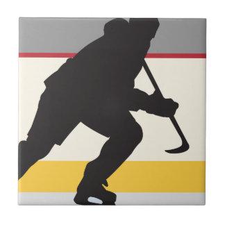 jugador del hockey sobre hielo en el movimiento azulejo cuadrado pequeño