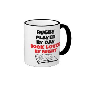 Jugador del rugbi del aficionado a los libros tazas de café